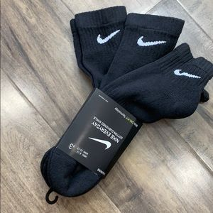 NIKE EVERYDAY COTTON CUSHIONED ANKLE TRAININ SOCKS